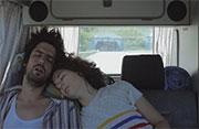 furgoneta exiliados románticos durmiendo